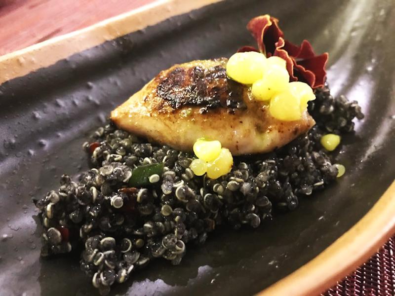 Tabule de quinoa y chipirón encebollado